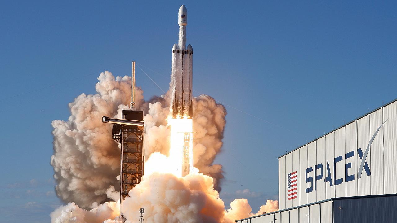 spacex lansmani blockchain tabanli evrende goruntulendi