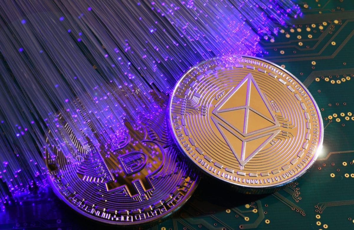 """Bloomberg Uyardı """"Bitcoin'in Büyümesi Organik Ethereum'un Fiyat Rallisi Spekülatif"""""""