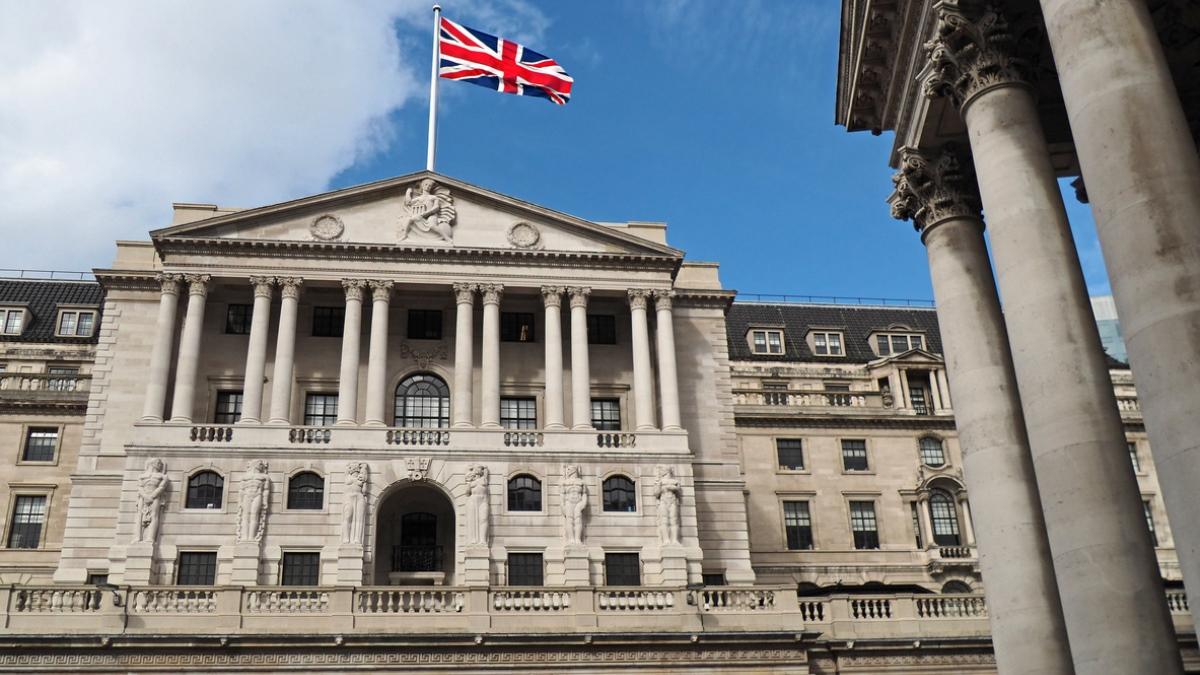 ingiltere merkez bankasi bankalar kripto paralara uyum saglamali