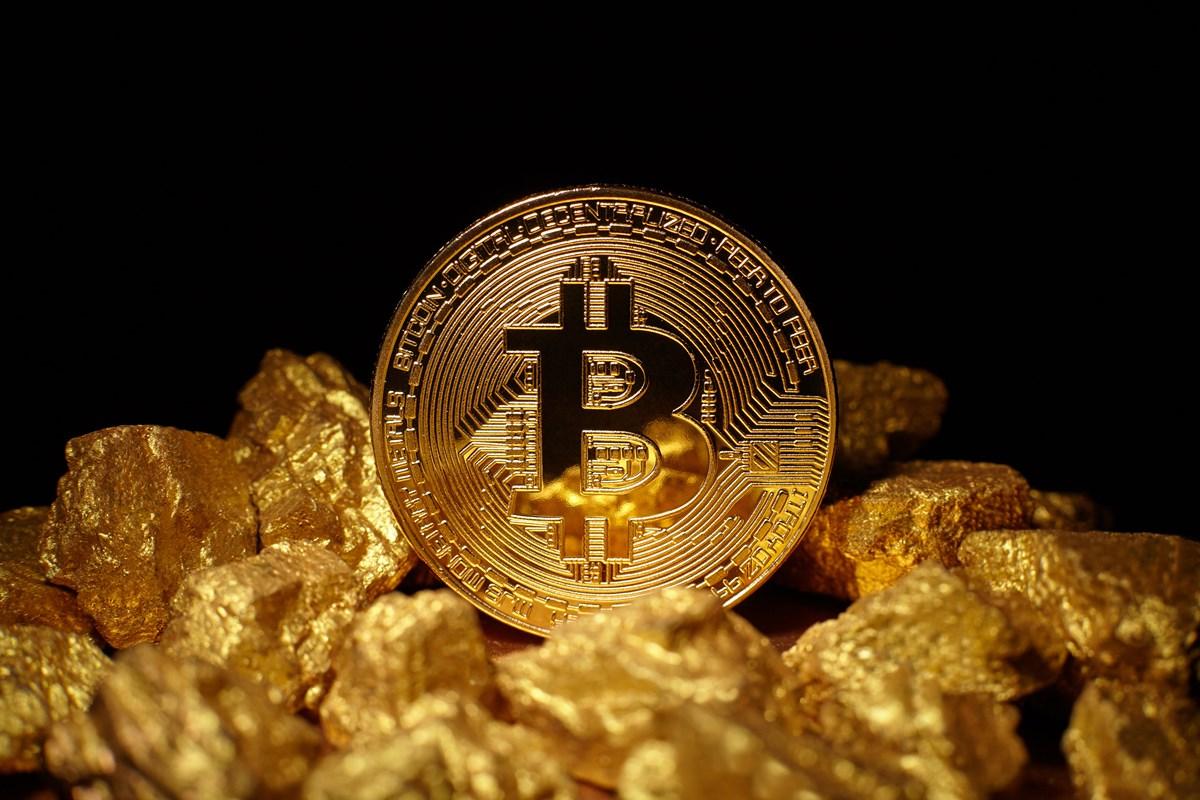bitcoin altin karsisinda uc kat deger kazandi