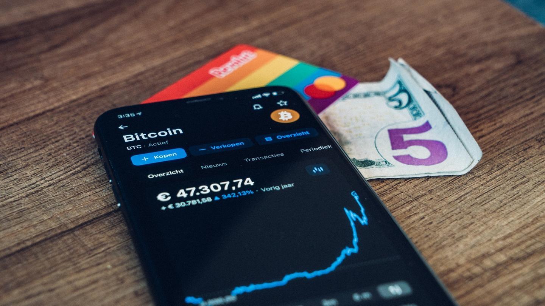 unlu e ticaret platformu bitcoin btc ethereum eth ve dogecoin doge kabul edecek